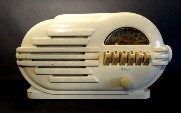 Belmont-6D111-Art-Deco-Bakelite-Radio