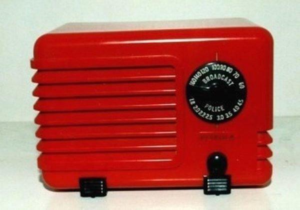 Detrola Model 281 Pee Wee Plaskon Radio