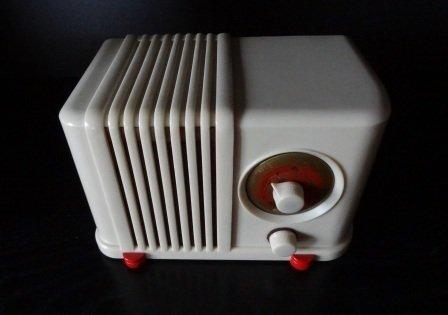 The DeWald model 406 Bantam plaskon radio