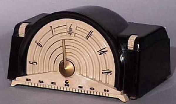 Emerson-Model-744B-Bakelite-Radio
