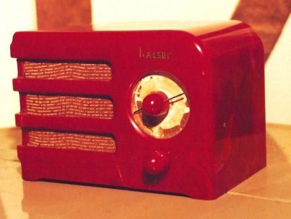 We Buy Halson Catalin Bakelite Radio
