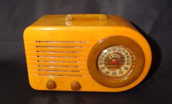 Fada 1000 Bullet Catalin Bakelite Radio