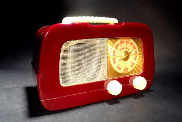 Fada-711-Catalin-Radio-02