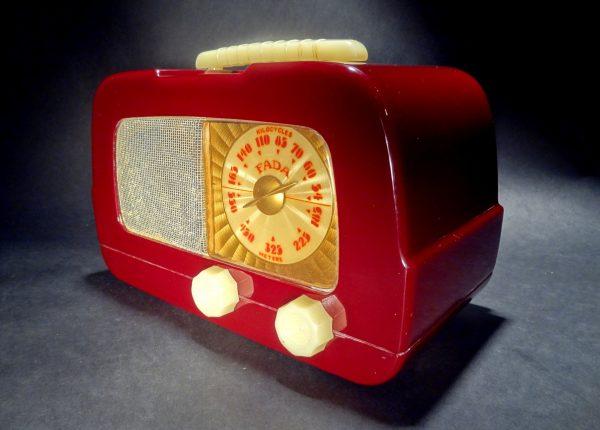 Fada-711-Catalin-Radio-04