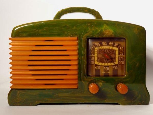 Fada L-56 catalin bakelite radio