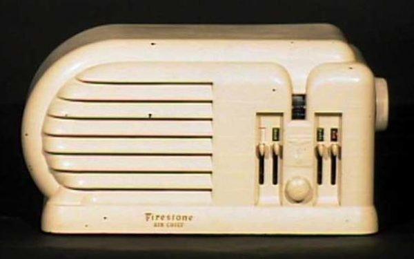 Firestone-Air-Chief-Machine-Age-Bakelite-Radio
