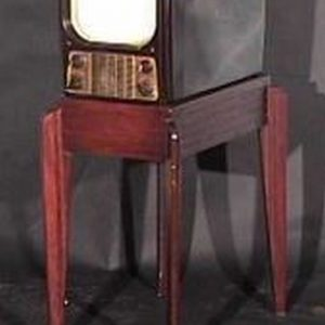 General-Electric-Model-800-Bakelite-Antiques-Vintage-Television-Set-TV
