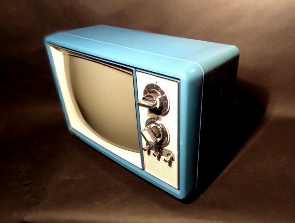 Quasar-1970s-Space-Age-TV-Television-Blue2