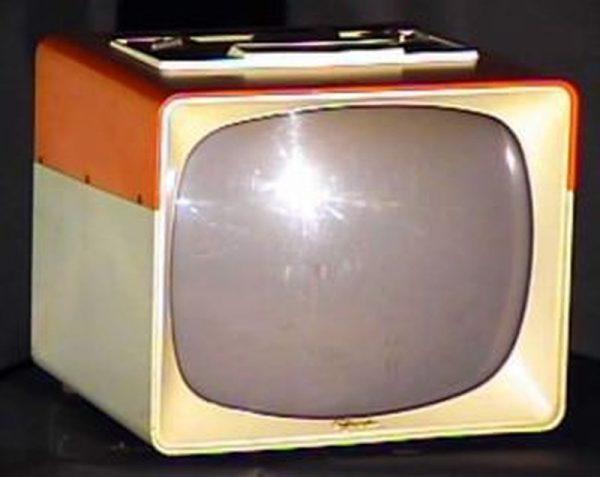 Sylvania-Two-Tone-Pink-White-Portable-Antique-Vintage-Television-Set-TV
