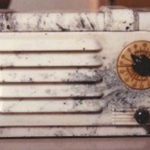 We-Buy-RCA-Victor-9SX1-Plaskon-Bakelite-Radio-Wanted