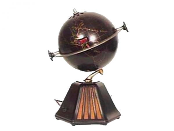 Colonial New World bakelite globe radio