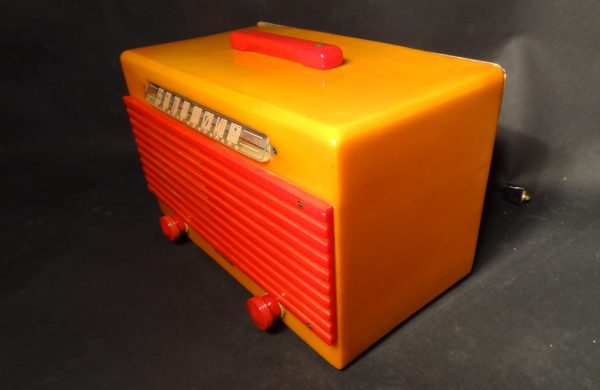 Garod Model 6AU-1 Bakelite Catalin Radio Yellow and Red